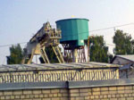 Водонапорная башня гиперболоидной формы рядом савто иж/д вокзалами / Фото: А. Гусев